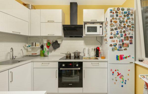 Кухня ОСК841 Пост-3 Белый кристальный GLS