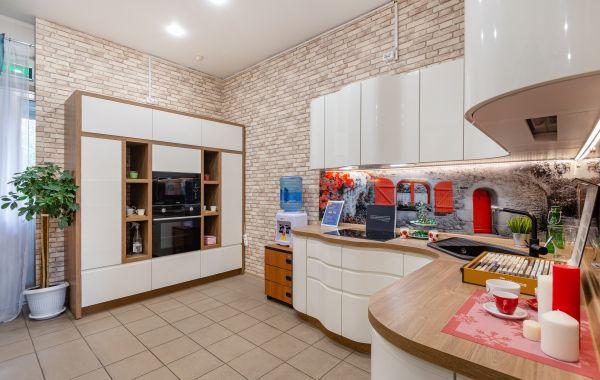 Угловая кухня с фасадами МДФ/эмаль глянец + скрытая интегрированная ручка КВ1, КВ2
