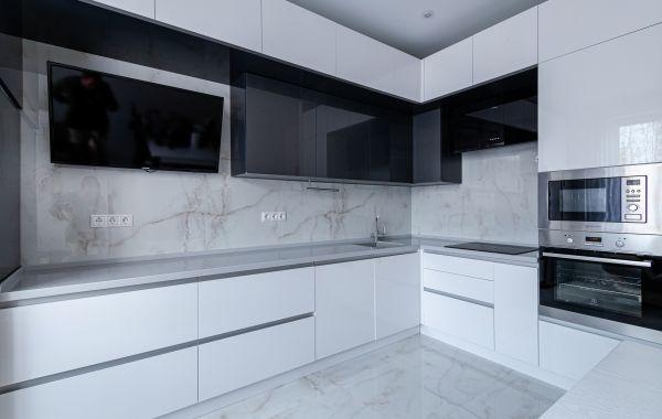 Кухня АМ495 Основа МДФ, Акрил глянец, Белый металлик, Грифель металлик