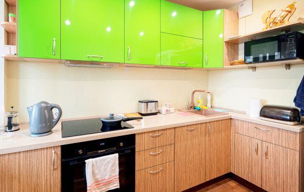 Кухня ЗОВ заказ ХМ315 ПЛТ Пост-5 Зеленый GLS/ПЛТ Пост-5 Дуб полосатый