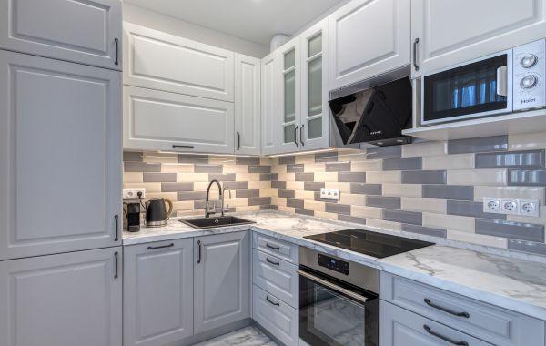 Кухня ОД62 Лонгфорд ПВХ Античный белый/Сильвер